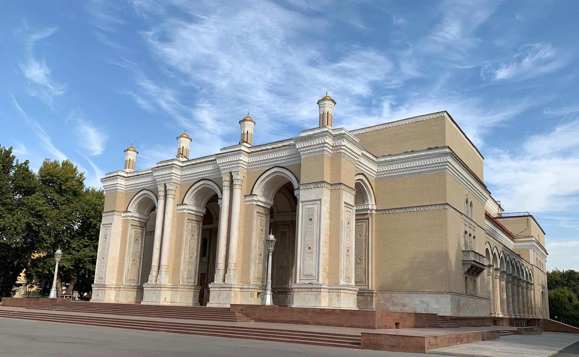 ナヴォイ劇場の外観